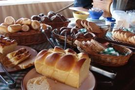 paes-cafe-da-manha-hotel-fazenda-brotas-jacauna