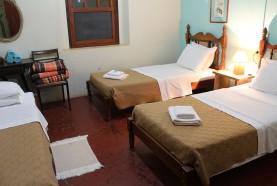 quarto-casa-centenaria-hotel-fazenda-jacauna-brotas